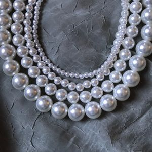 Set of 5 pearl necklaces